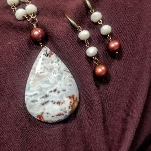 STUNNING Agate Crystal Pearl necklace!!